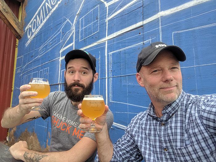 Ben Bishop, can artist enjoys a brew with Mason's Brewery owner Chris Morley.